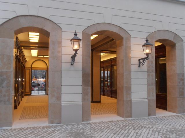 Pl. Bankowy 1 wejście główne